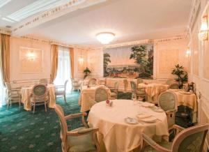 A restaurant or other place to eat at InterContinental Rome Ambasciatori Palace, an IHG Hotel