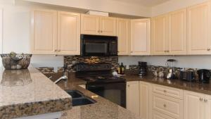 A kitchen or kitchenette at Chic High-rise with Great DT Views