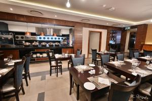 A restaurant or other place to eat at Premier Splendid Inn Bloemfontein