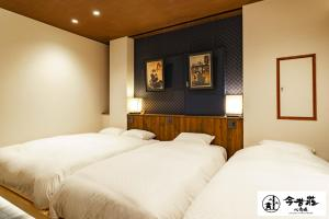 A bed or beds in a room at Konjaku-So Shinsaibashi Rooftop SPA
