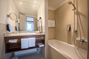 A bathroom at Fora Hotel Hannover