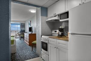 A kitchen or kitchenette at Dayton House Resort