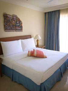 Кровать или кровати в номере Mövenpick Resort & Residences Aqaba