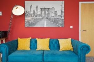 A seating area at Modern Luxury 2 Bed Apartment 6 Guests En-Suite Netflix Wi-Fi