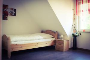 A bed or beds in a room at Gästehaus Burgblick