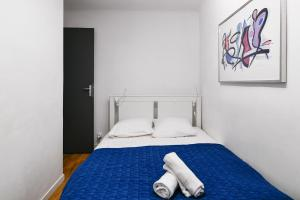 A bed or beds in a room at NOCNOC - Le Petit-Colbert