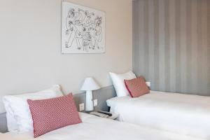 A bed or beds in a room at Ibis Valencia Alfafar