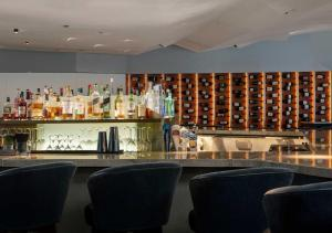 The lounge or bar area at Conrad New York Downtown