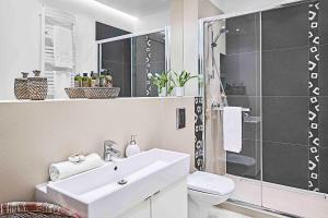 Łazienka w obiekcie IRS ROYAL APARTMENTS Apartamenty IRS Nadmorski Dwór