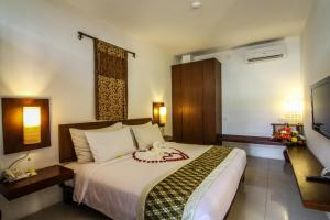 A bed or beds in a room at Ubud Green Resort Villas