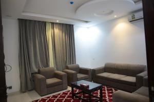 Uma área de estar em Beauty Rose Hotel