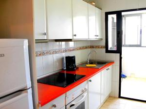 A kitchen or kitchenette at Apartment Kenedy II