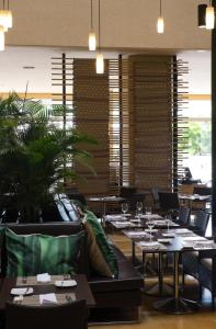 A restaurant or other place to eat at Movich Hotel de Pereira