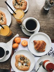 Opções de café da manhã disponíveis para hóspedes em Friendz Hostel