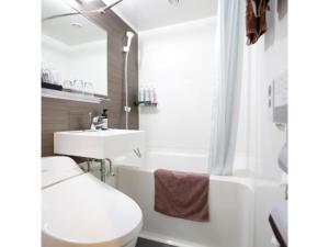 A bathroom at Kawasaki Daiichi Hotel Mizonokuchi / Vacation STAY 78144