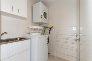 A kitchen or kitchenette at Brighton Shores