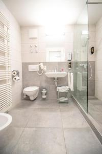 A bathroom at ARABEST Aparthotel & Boardinghouse
