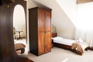 A bed or beds in a room at Hotel - Restauracja Koral