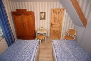 A bed or beds in a room at Wohlfühlferienhaus Berlin- Wellness, Pool beheizt, Sauna, Spielplatz