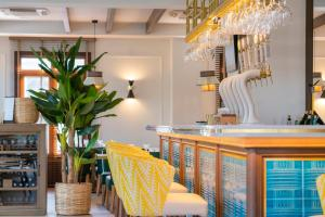 The lounge or bar area at Puente Colgante Boutique Hotel