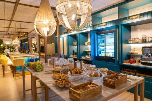 A restaurant or other place to eat at Puente Colgante Boutique Hotel