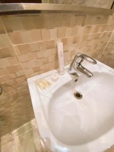 Um banheiro em منازل الذهبيه 2