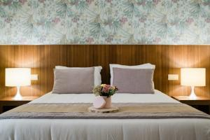 A bed or beds in a room at Quinta do Pinheiro - Hotel Rural & Restaurante - GQL
