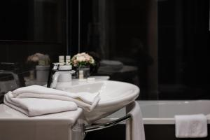 A bathroom at Quinta do Pinheiro - Hotel Rural & Restaurante - GQL