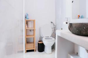 A bathroom at Bright Eco Studios