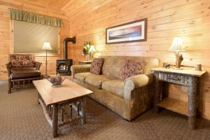 A seating area at The Lodges at Cresthaven