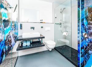 Ein Badezimmer in der Unterkunft Hotel Schwertfirm