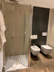 A bathroom at Hotel Alba