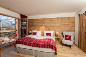 A bed or beds in a room at Kitzhof Mountain Design Resort 4 Sterne Superior