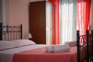 A bed or beds in a room at B&B Porta del Re