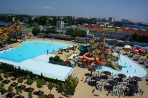 Vista sulla piscina di Guest House Golden coast o su una piscina nei dintorni
