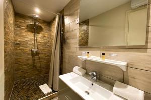Salle de bains dans l'établissement Le Magnan