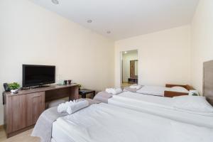 Кровать или кровати в номере Меридиан Отель