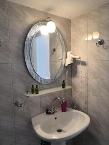 A bathroom at Filoxenia by Grispos Villas