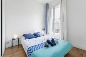 A bed or beds in a room at CHARMING BRIGHT AND EQUIPPED APARTMENT