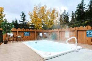 The swimming pool at or near Lobstick Lodge