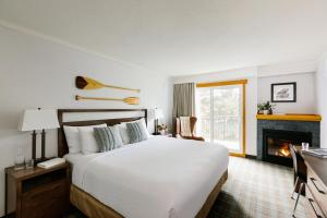 A bed or beds in a room at Pyramid Lake Resort