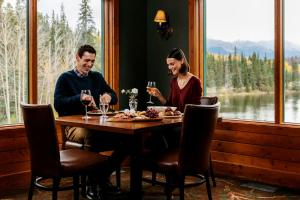 A restaurant or other place to eat at Pyramid Lake Resort