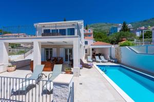 The swimming pool at or close to Villa Mlini with private Pool and Sea view