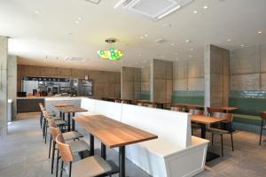 A restaurant or other place to eat at Hotel WBF PORTO Ishigakijima