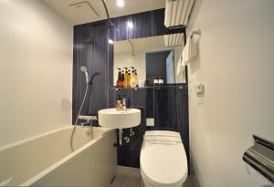 A bathroom at Hotel WBF PORTO Ishigakijima
