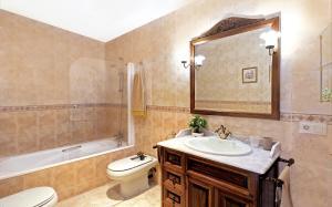 Un baño de Casa Rural Bodega de los Lobera