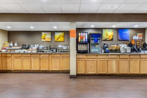 A restaurant or other place to eat at Comfort Inn & Suites Clemson - University Area