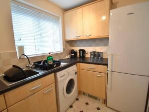 A kitchen or kitchenette at Alluring Apartment in Coventry near the Industrial Estate