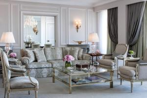 A seating area at Four Seasons Hotel Ritz Lisbon