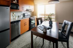 A kitchen or kitchenette at The Crimson Jasper